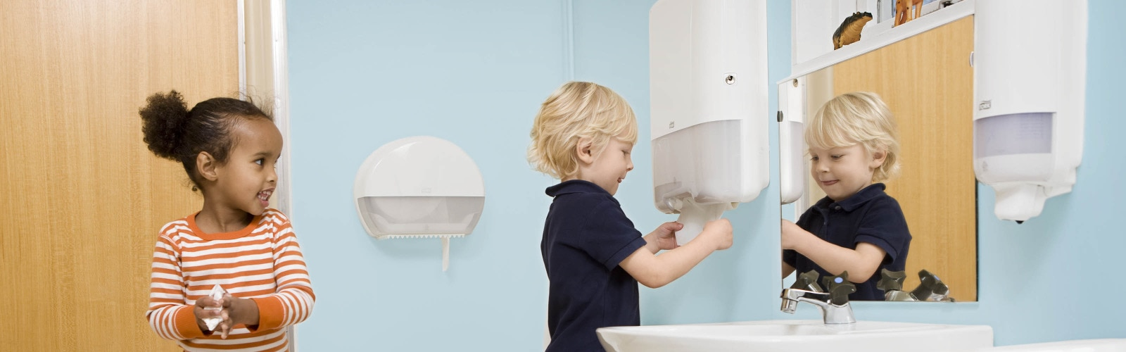 Lifestyle - Washroom - Xpress H2 - Education - Children