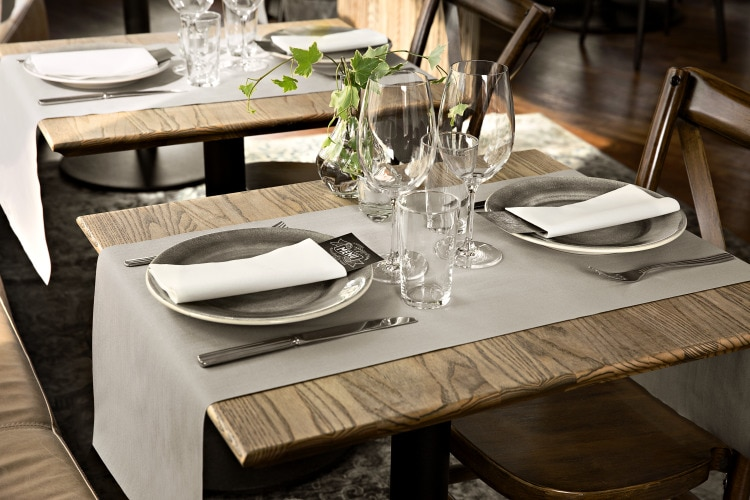 474162_Tork LinStyle Tableware_Grey_Runner.tif